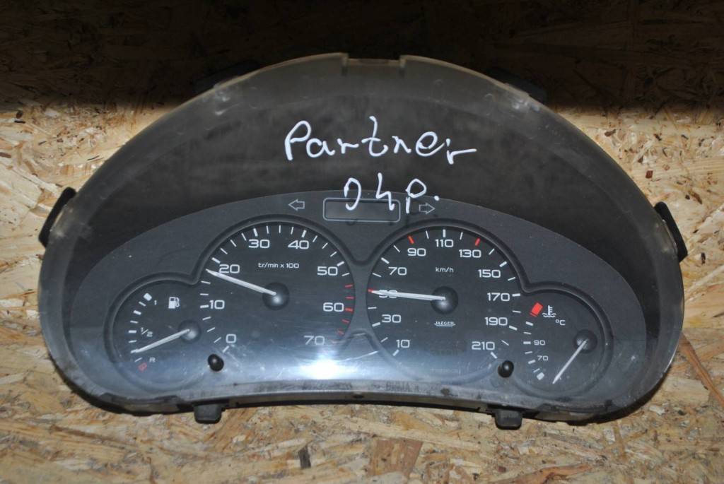 Панель (щиток) приборів Peugeot Partner/Citroen Berlingo 9662745180