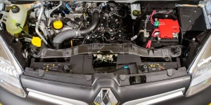 Renault_Kangoo_turbo_petrol_engine-63